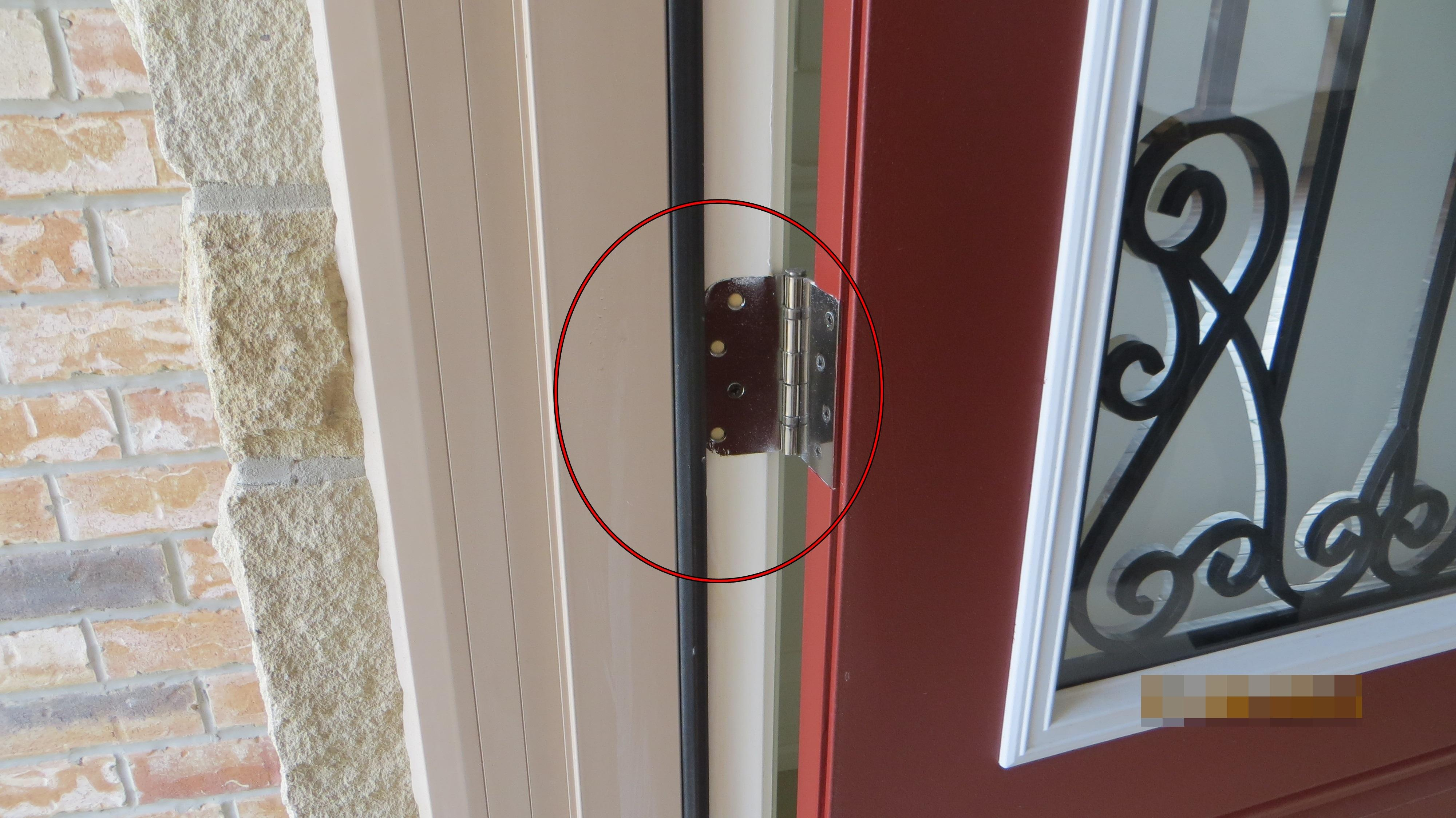 Only one screw for entrance door